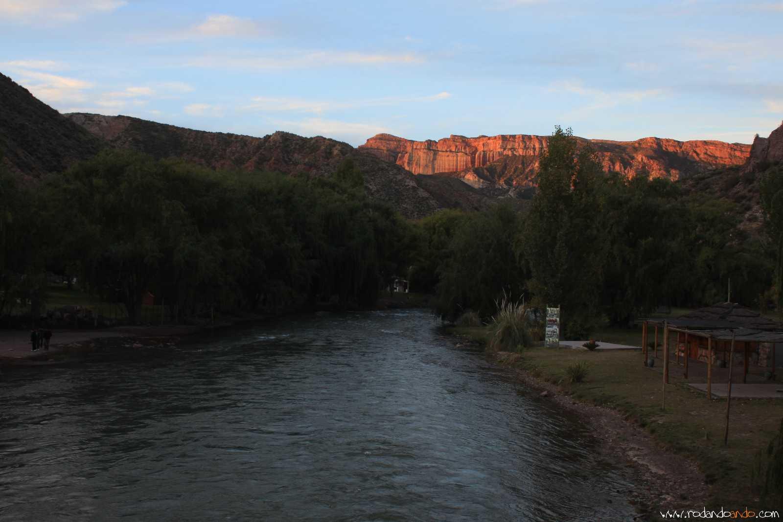 Atardecer en el rio Atuel