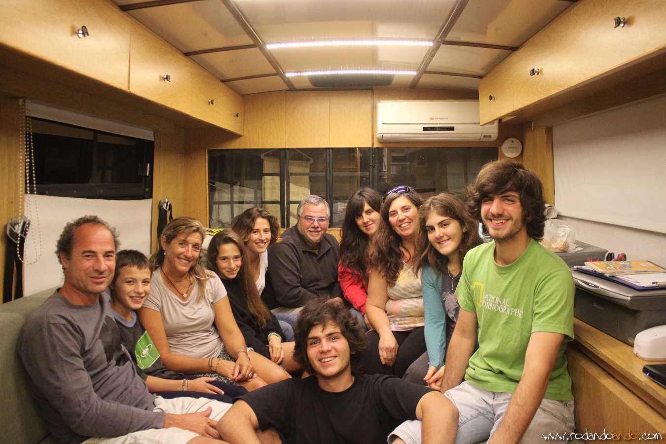 Con los Campi en nuestra casa antes de irnos. Mariano, Lucas, Fatima, Clara y Luna