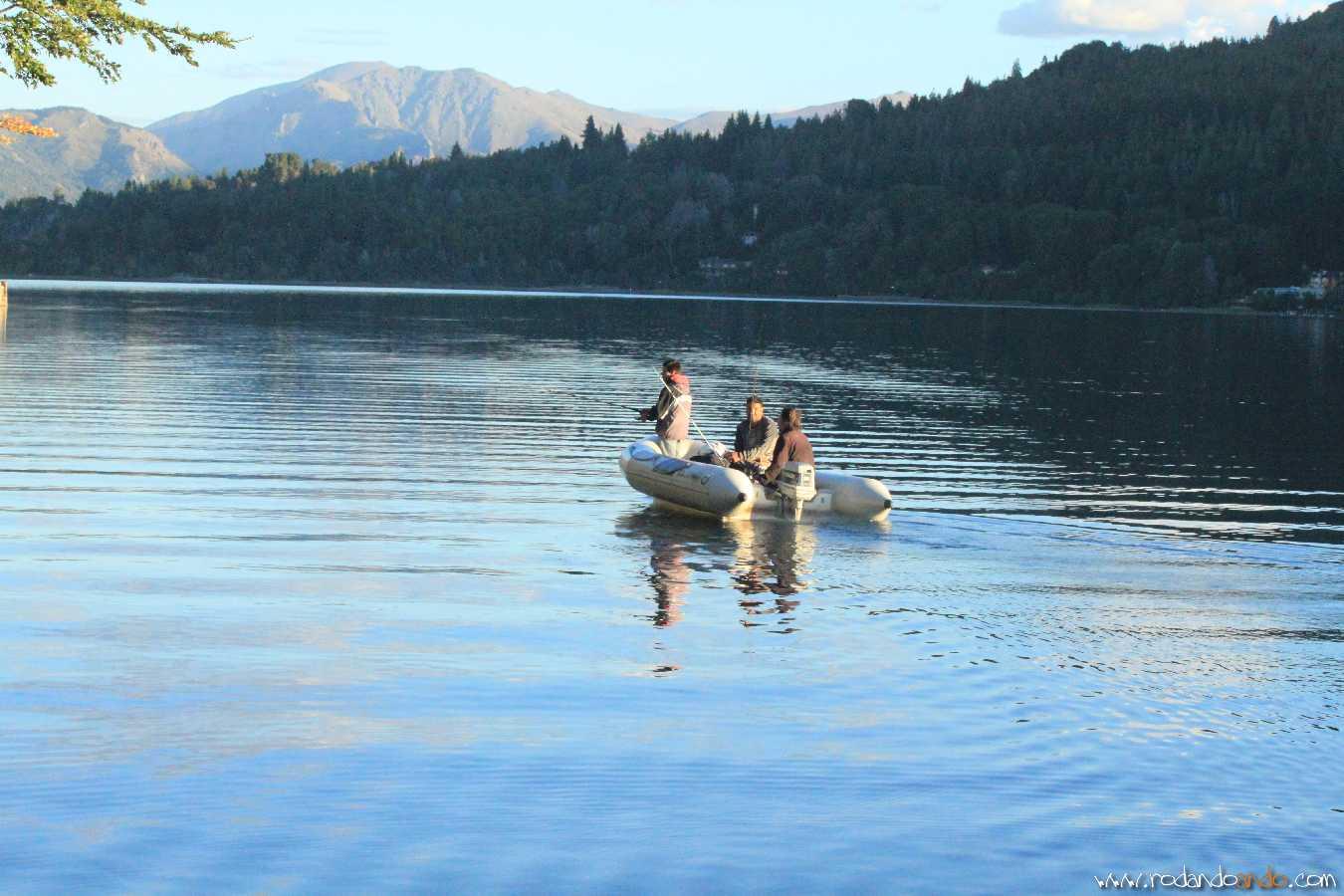 Pescadores en la tanquilidad del lago