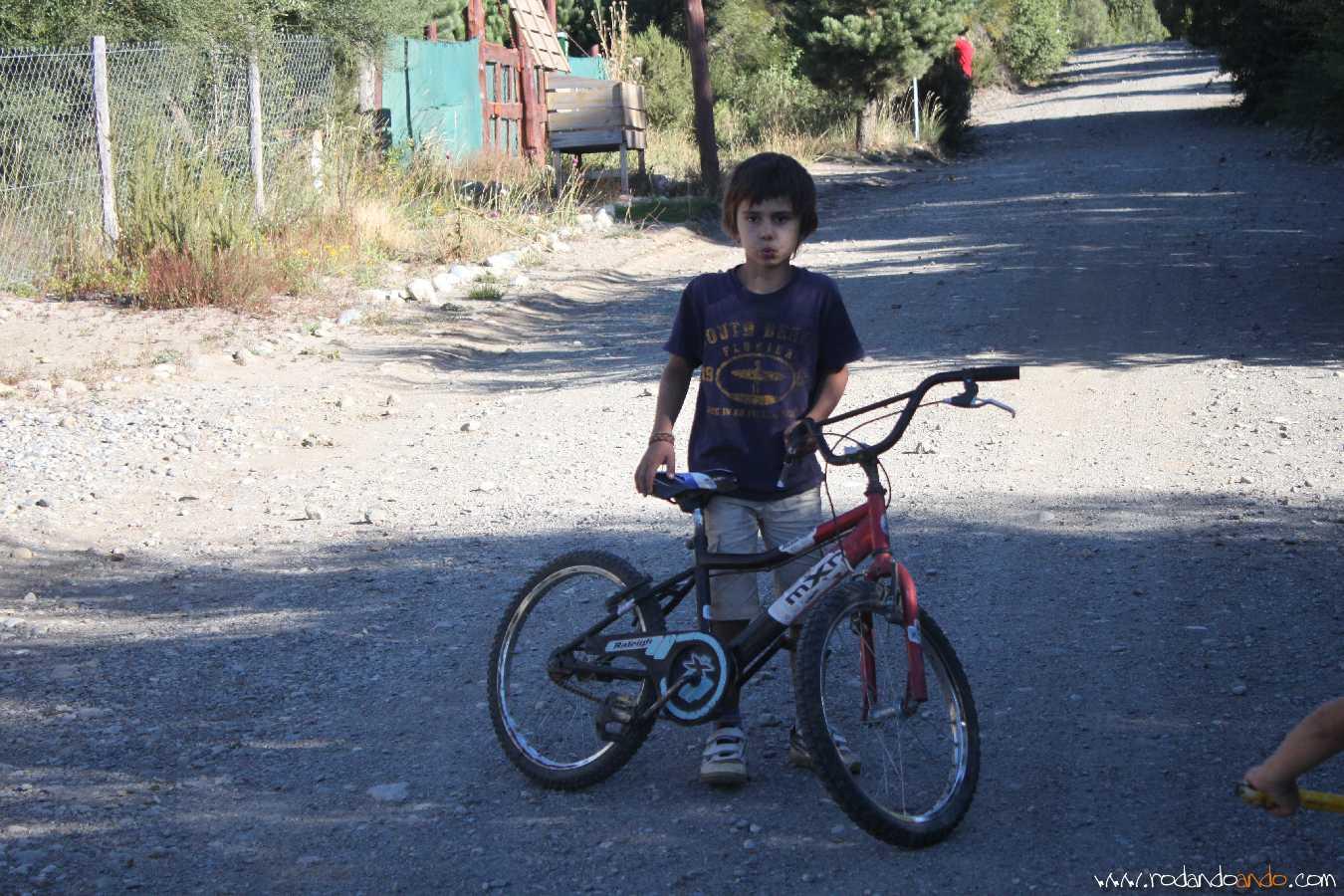 Pedro andando en Bici